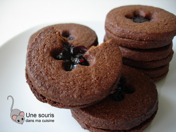 Biscuits doubles au chocolat et à la confiture