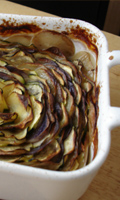 Un plat de patate et de courgette