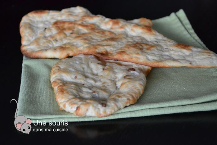 Pain naan fondant à l'oignon frit