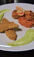 Crevettes et filets de poulet en robe croustillante accompagnés d'un risotto à la tomate