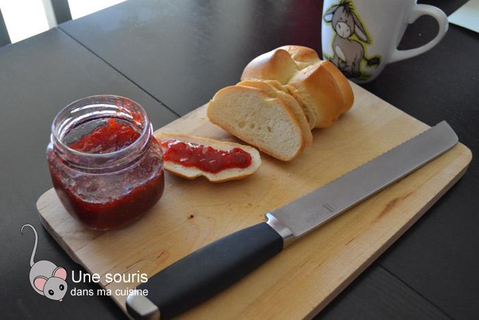 Confiture aux fraises et à l'ananas