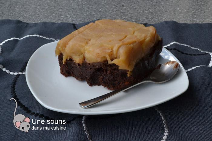 Brownie sur un lit de pommes caramélisées